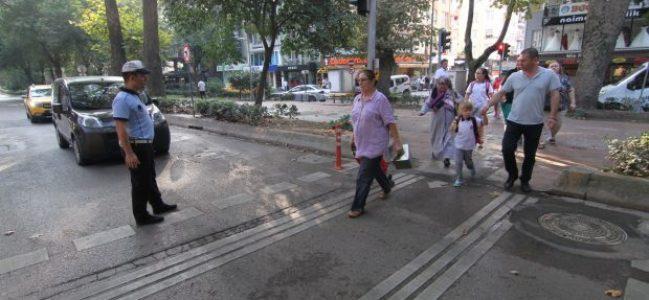 Okul çevrelerine trafik önlemleri