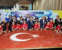 20 bin mozaikten 'Türk Bayrağı'
