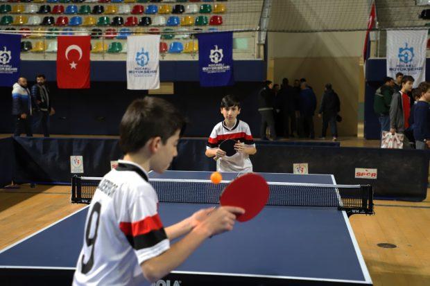 Okullar arası masa tenisi şampiyonası başladı