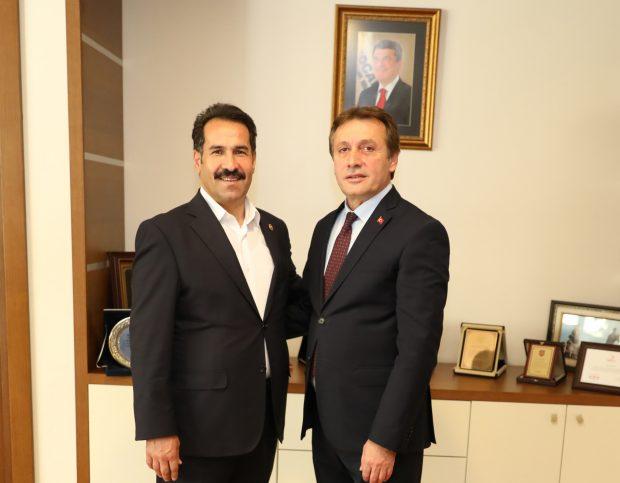 Yaman, Demirci'yi ziyaret etti