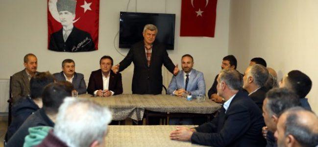 Karaosmanoğlu, Çayırova Erzurumlular Derneği'ni ziyaret etti.