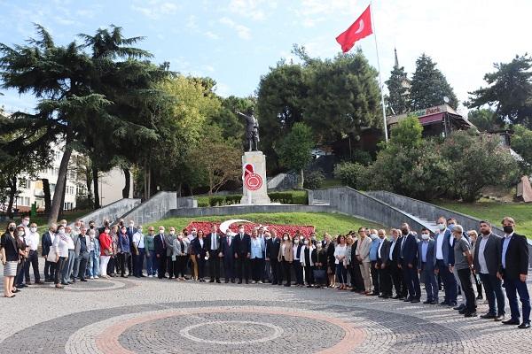 CHP Kocaeli 98. yaşını Ata'nın huzuruna çıkarak kutladı