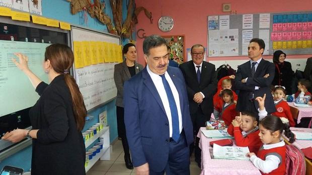 Kaymakam Güler,Mehmet Alp Tiryakioğlu İlkokulunda bayrak törenine katıldı.