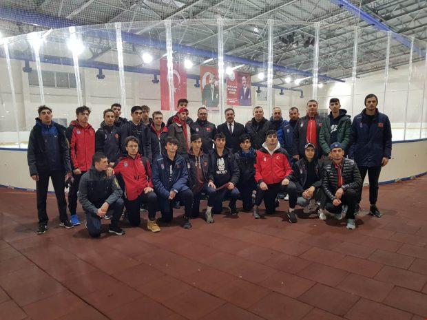 Kaymakam Güler U20 Buz Hokeyi Milli takım kampını ziyaret etti
