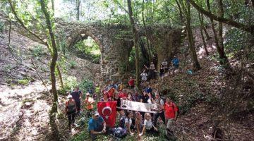 'Hoşgörü Yolu' ekibi ile 'Paşasuyu Su Kemerleri'ndeyürüyüş