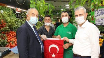 Gebze'de Esnafa Türk Bayrağı
