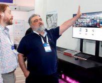 Özal ''Çocuklara bilgisayar dağıtımı muhteşem bir şey''