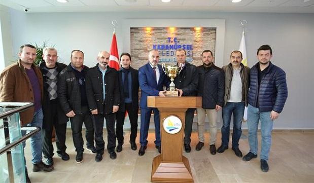 Şampiyonluk kupasını Başkan Yıldırım'a getirdiler.
