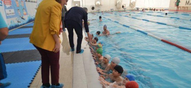 Hürriyet'ten Çocuklara ücretsiz yüzme kursu