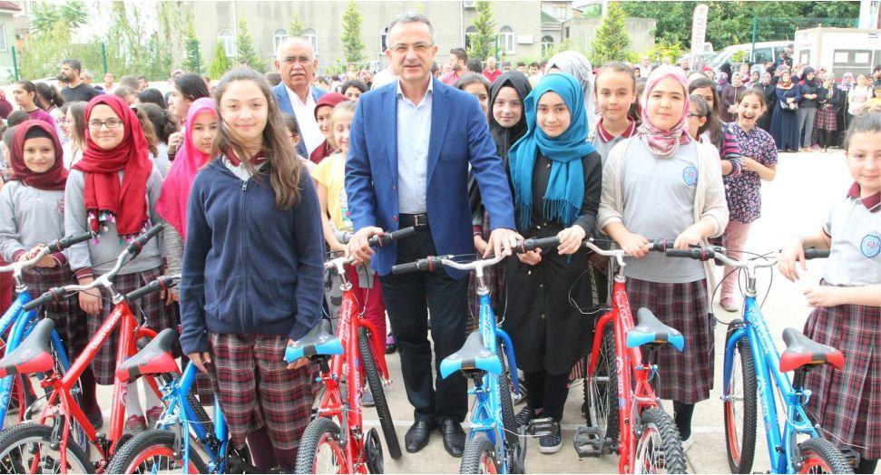 Öğrenciler Bisikletlerine Kavuşuyor