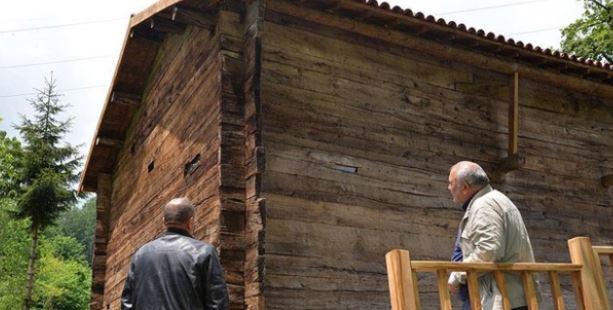 'Çivisiz cami' tarihe tanıklık ediyor