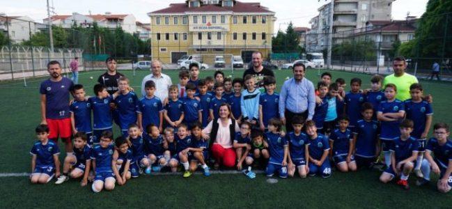 Hürriyet İzmit Yenişehir Spor Kulübünü ziyaret etti