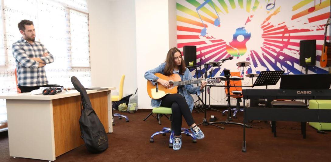 Çayırova'da Gençlere Müzik Eğitimi