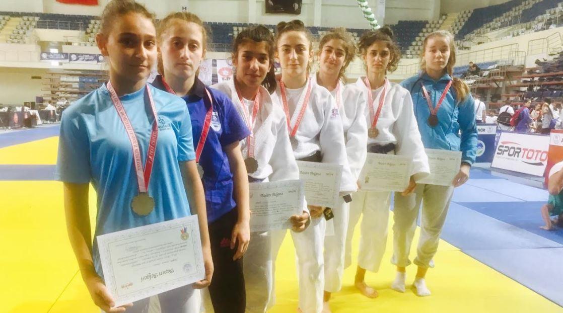 Judocularımız başarıya doymuyor