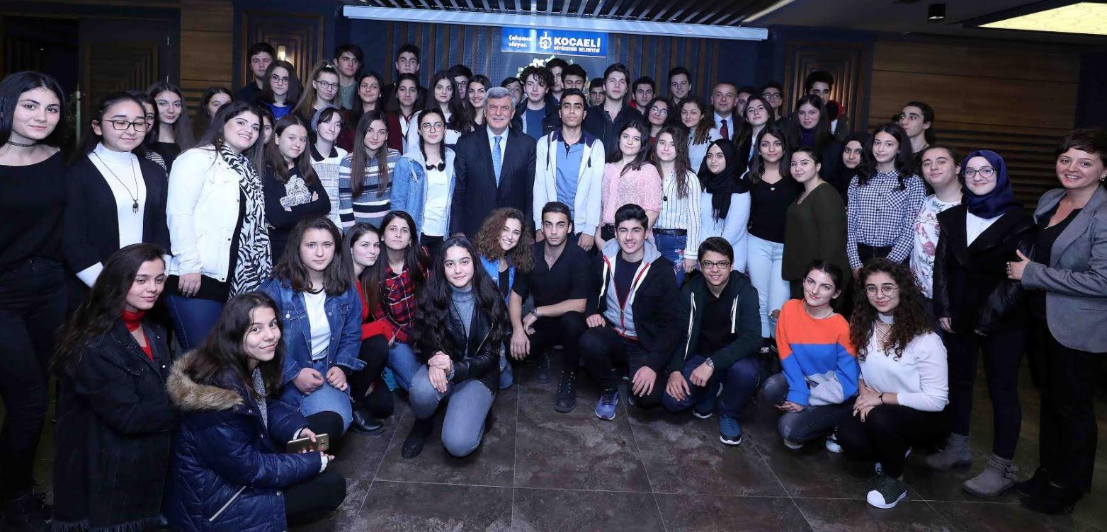 Karaosmanoğlu öğretmen ve öğrencilerle buluştu