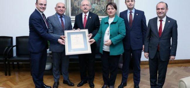 Kriz heyeti raporu Kılıçdaroğlu'na sundu