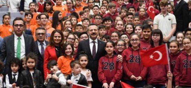 Vali Aksoy, Çocuklarla Buluştu