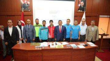 Darıca meclisinde başarılı sporcular ödüllendirildi