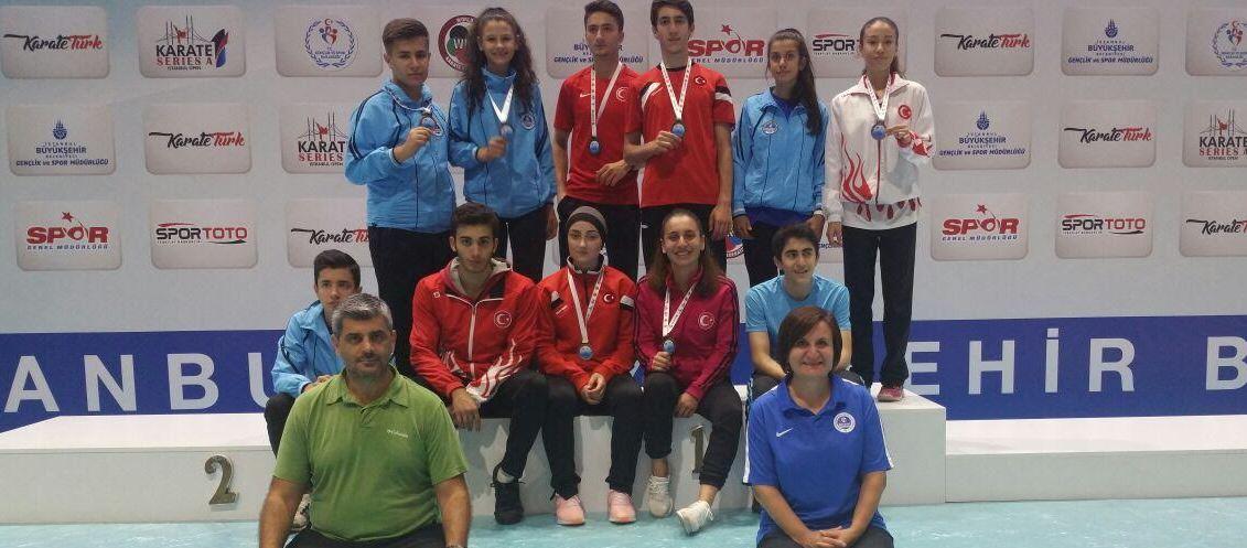 Karatecilerden 3'ü altın olmak üzere 7 madalya