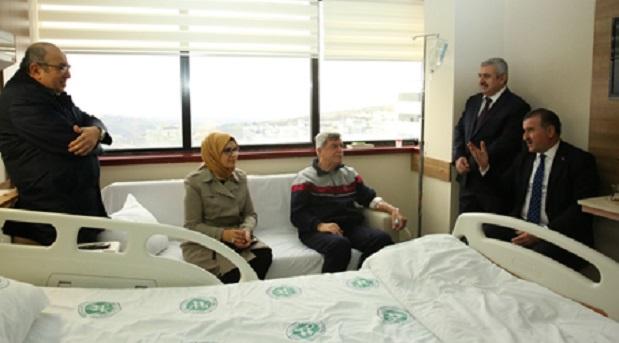 Bakan Osman Aşkın Bak,Hastanede Karaosmanoğlu'nu Ziyaret Etti
