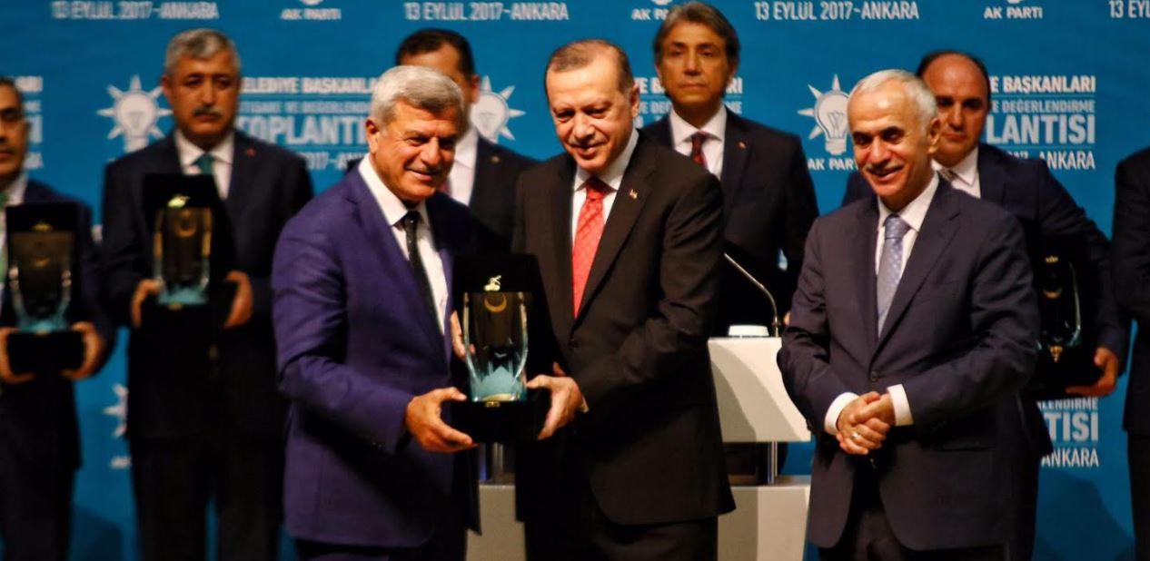 Karaosmanoğlu Ödülü Erdoğan'ın elinden aldı