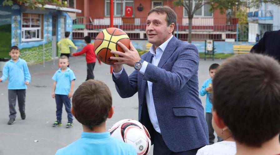 Çayırova'da Okullara Spor Malzemesi Desteği