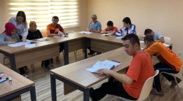 'Bağımsız Bir Yaşam İçin' Okuma Yazma Öğreniyorlar