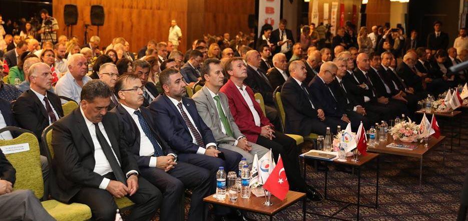 Bakan Özlü Çayırova'da Sanayicilerle Buluştu