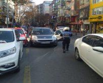 Çift parklanma yapan araçlar çekiliyor!