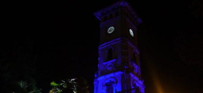 Saat Kulesinin ışıkları mavi yanıyor