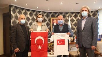 İzmit Belediyesi'nden Güney Türkistan'a bayrak
