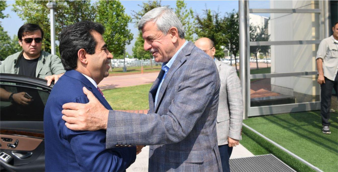 Vali Güzeloğlu'ndan Karaosmanoğlu'na veda