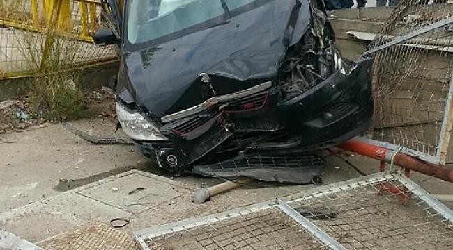 Gebze'de Kaza Yapan Araç Bahçeye Uçtu!