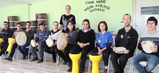 Özel öğrencilere Müzik ve Halk Oyunları eğitimi